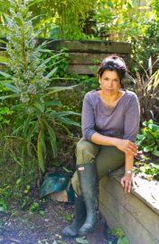 laline-in-garden
